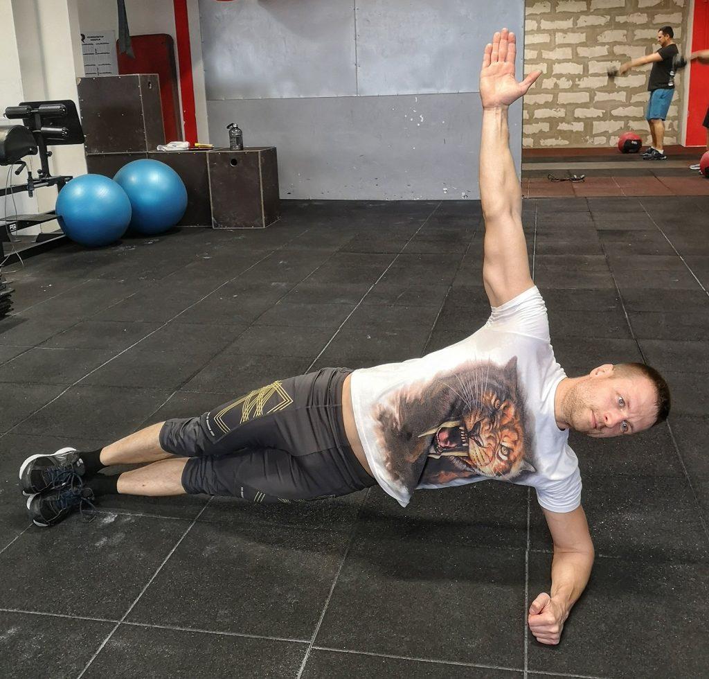 Bočný plank- Osobný tréner Empigo